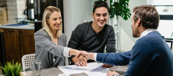 couple getting pre-approval from Aussie Broker